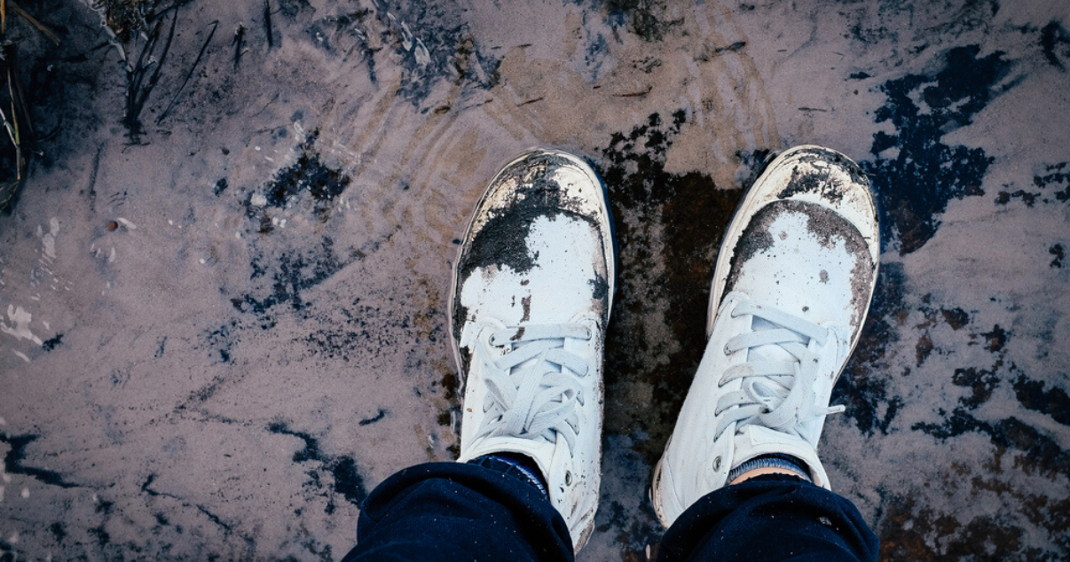 dirty and wet shoes that go against athletes foot tips should be washed to prevent athletes foot